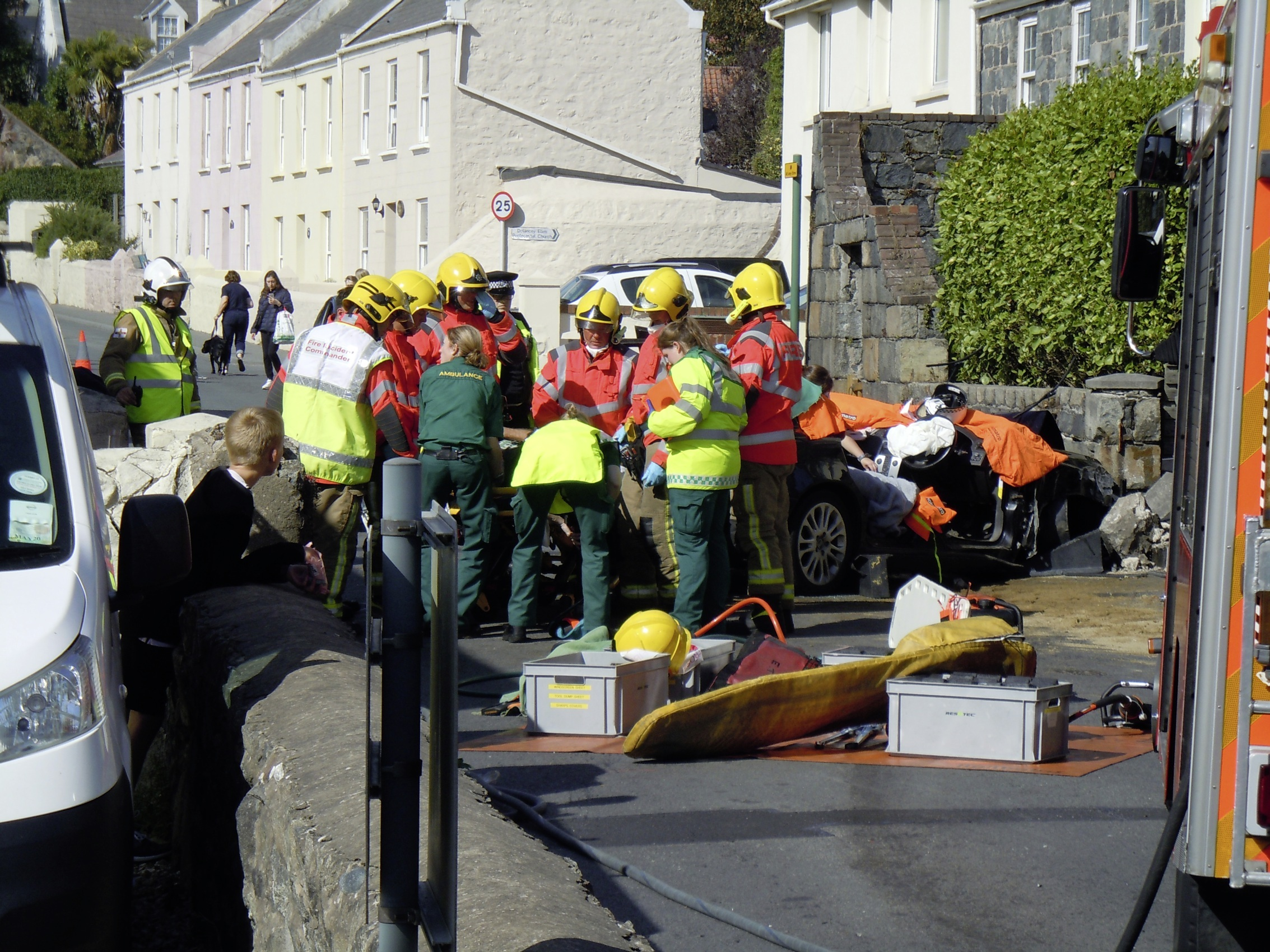 Collision between Volvo and van closes Vale Road | Guernsey